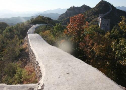 万里の長城 道を平らに塗り固めた責任者処分へ