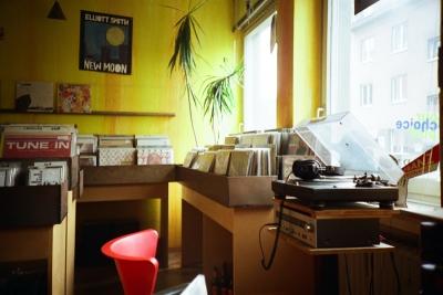 イギリスでレコード売上が過去25年間で最高記録、デジタル時代に逆風