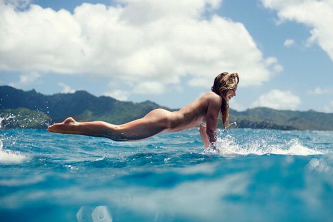 サーフィンを全裸で楽しむヌードサーファーのエロ画像