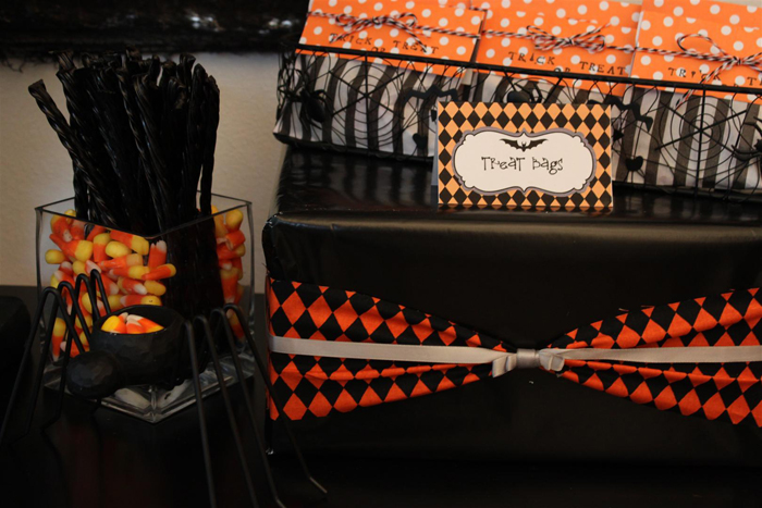 Halloween treat bags and spider Large Halloweekend Countdown: Bat Scary!