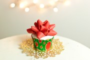 How To Make a Gift Bow Cupcake Topper