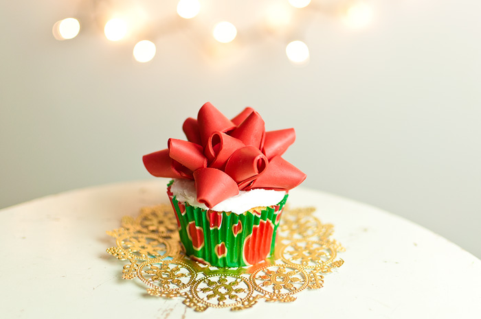 binkybow How To Make a Gift Bow Cupcake Topper