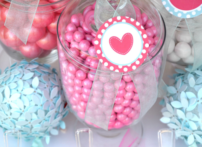Candy Pink & Turquoise Valentines Day Guest Dessert Feature