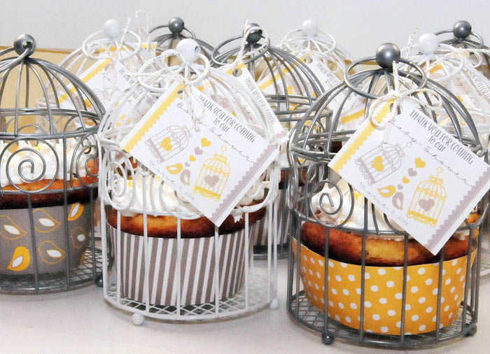 Cupcake Favors in Mini Bird Cages