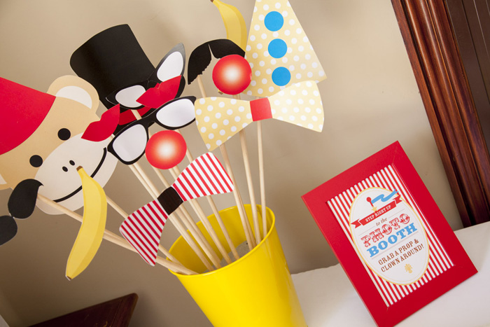 Photo Booth Accessories Curious George Circus Guest Dessert Feature