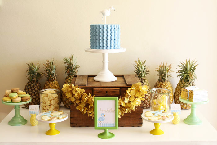 pineapple-dessert-table
