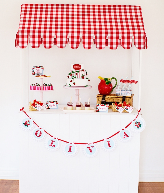 strawberry-shortcake-dessert-table