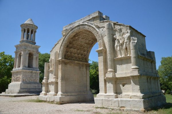 The Mausoleum of the Julii and Triumphal Arch, Glanum © Carole Raddato
