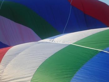 Hot_air_balloon_-_color_constancy.jpeg