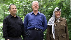 CAMP DAVID, UNITED STATES:  Israeli Prime Minister Ehud Barak (L), US President Bill Clinton (C), and Palestinian leader Yasser Arafat (R) pose for a photograph at Laurel Cabin the site where former Egyptian President Anwar Sadat, former Israeli Prime Minister Menachem Begin, and former US President Jimmy Carter conducted peace talks in 1978, during the Middle East Peace Summit 11 July 2000 at Camp David, Maryland, the US presidential mountain top retreat. The peace talks are aimed at resolving the issues of the 52-year-old Israeli-Palestinian conflict including the status of Jerusalem, the borders and nature of a Palestinian state, and the future of Jewish settlers and Palestinian refugees.  (ELECTRONIC IMAGE)   AFP PHOTO/Stephen JAFFE (Photo credit should read STEPHEN JAFFE/AFP/Getty Images)