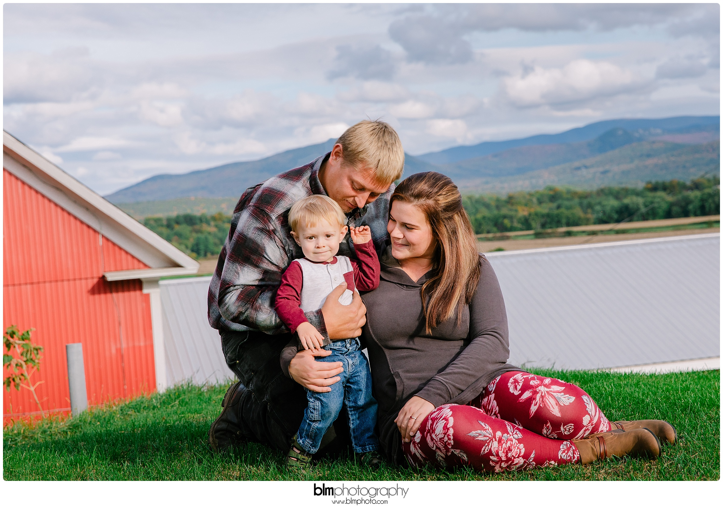 1 Year old,BLM,Bradley Nason Cole,Brianna Morrissey,Brie Morrissey,Cole Family,Cole-Smith-Family,Family Portraits,Family of 3,Farm Portraits,Justin Cole,Photo,Photographer,Photography,Sarah Faye Smith,Sep,September,Smith Family,www.blmphoto.com/contact,©BLM Photography 2018,