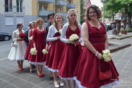 Traditionelle italienische Hochzeit, Hochzeitsfotograf, Tucherschloss heiraten, Brautjungfern im gleichen Kleid, Standesamt Tucherschloss