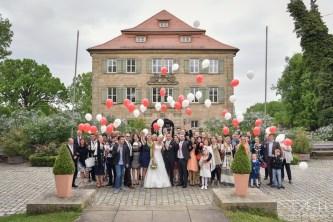 Als Hochzeitsfotograf im Schloss Atzelsberg, Spalier stehen und Gruppenbild
