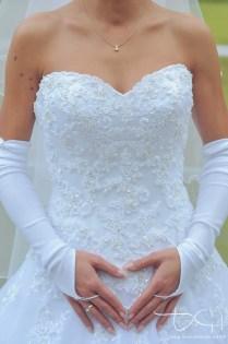 Detailbilder vom Brautkleid - Fotograf für Hochzeit gesucht?