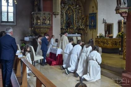 Der Hochzeits Fotograf aus Nuernberg bei der Trauung in der Sankt Maternus Kirche.