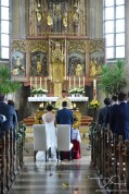 Kirchliche Trauung in der Sankt Maternus Kirche. Euer Hochzeits Fotograf aus Nuernberg macht die Bilder.