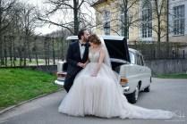 Auch das Brautauto mit dem Brautpaar fotografier der Hochzeitsfotograf in der Orangerie Ansbach!