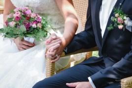 Bilder sagen mehr als tausend Worte. Der Hochzeitsfotograf aus Nuernberg fotografiert Brautpaar im Distlerhof.