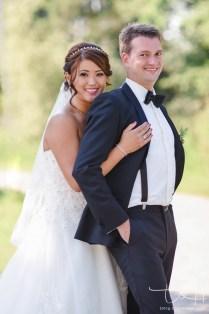 Modernes Hochzeitsshooting im Gruenen mit dem Hochzeits Fotografen.