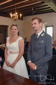 Kurz vor dem Ja-Wort im Pfinzingschloss. Fotos macht der Hochzeitsfotograf.