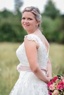 Tolle Detailbilder vom Brautkleid macht der Hochzeitsfotograf.