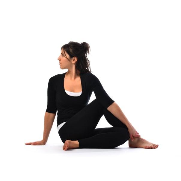 postura torsión yoga