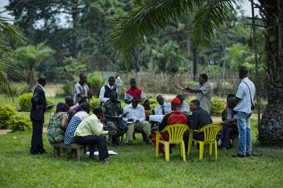 Community leaders in Lukolela are getting together to plan ways to reduce the impacts of climate change on the town. Ollivier Girard/CIFOR