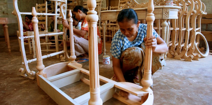 Women workers finish assembling furniture. Jepara, Central Java, Indonesia. Murdani Usman/CIFOR