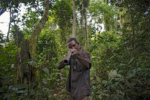 Zorro Ndeli a hunter in the Tumba–Lediima Reserve, Democratic Republic of Congo. Ollivier Girard/CIFOR photo
