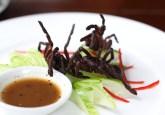 Tarantula goreng menjadi menu makan malam di sebuah restoran Kamboja. Pasar untuk laba-laba, kudapan lokal, menjadi contoh kesulitan yang dihadapi masyarakat lokal dalam menyokong penghidupan melalui hasil berbasis hutan. Foto lets.book