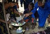 Jeanne Mwakembe and Bernardette Maselé at the Moutuka Nunene market in Lukolela, Democratic Republic of Congo. Ollivier Girard/CIFOR photo