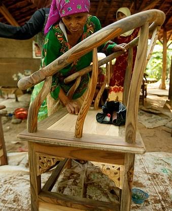 women jepara furniture industry