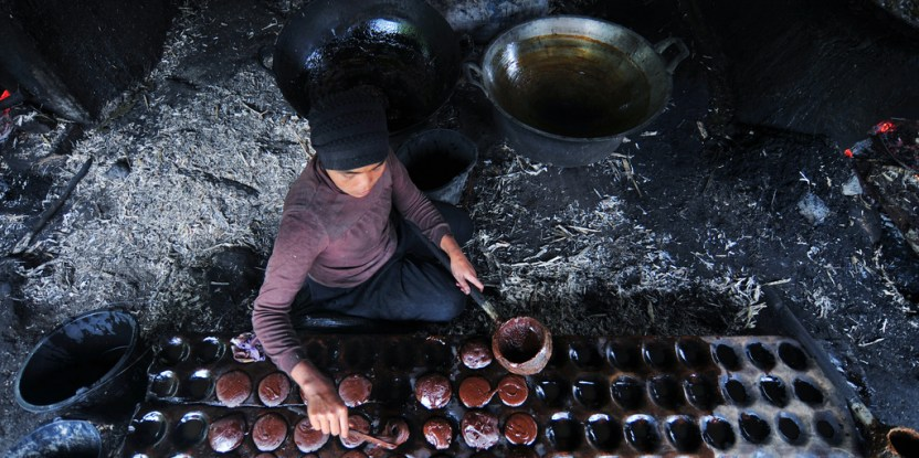 A woman prepares sugar in a traditional process in Puncak Lawang village in Bukittinggi, West Sumatra - an area known for its sugarcane.  Udey Ismail  CIFOR