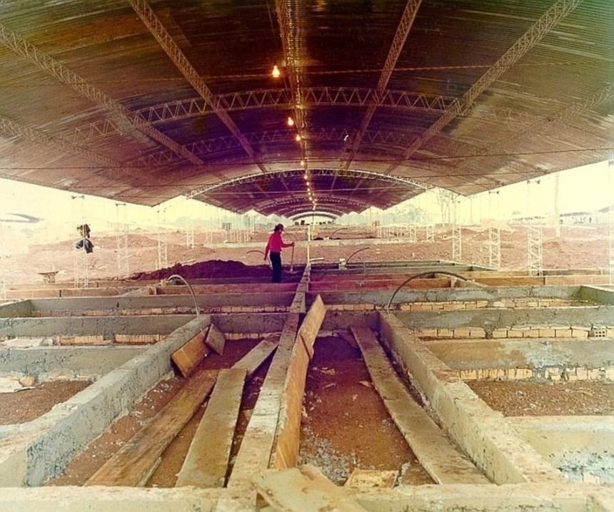 Barracões com teto de zinco utilizados na costrução das cadas da Vila C. Foto: Arquivos da Internet.