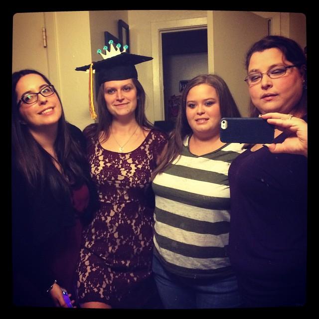 CocoFeed: Mirror selfie before @krystynacena  graduation @tw1292