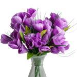 KYTIČKA KROKUSŮ se bude skvěle hodit pro nápad s aranžováním bílých růží.