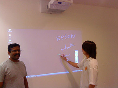 Epson EB-455Wi Projector Interaktif untuk Ruang Meeting Perusahaan