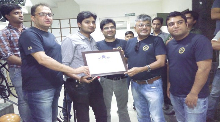 "Mr. Nishant Pitti receiving ""Certificate of Recognition"" from Indigo team members"