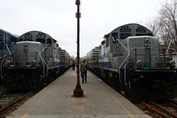 Not only are the AMT's diesel locomotives old and noisy, but they pollute.