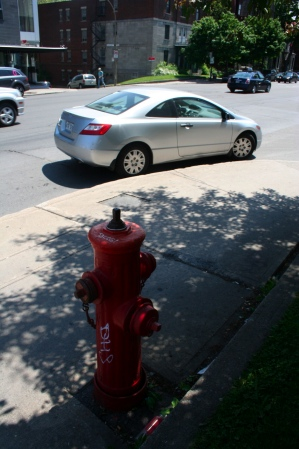 A fire hydrant at Sherbrooke and Clark forces this driver to park a bit ahead