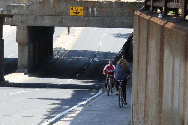 This was considered a bike path — part of the Route Verte, no less — in 2009.