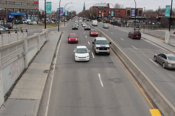St-Denis St. narrows from three lanes to two as it descends into the underpass.