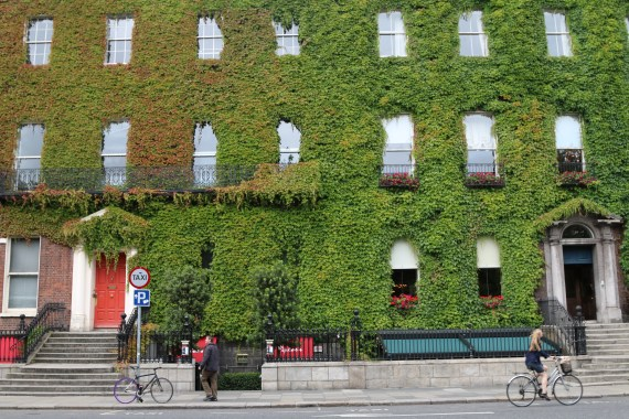 uma rua da capital irlandesa