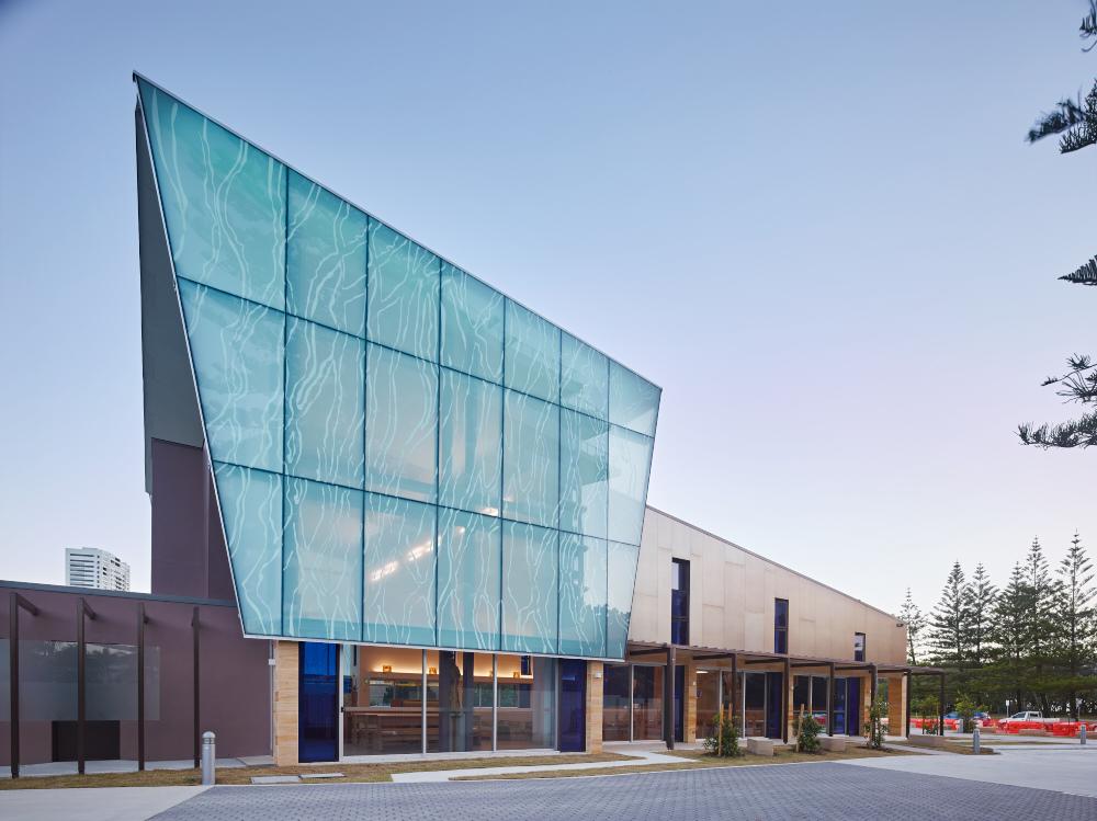 Curtain Wall Church : Coloured glass built on experience