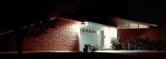 TexORama-by-night.-GlenbrookValley-CurbAppeal-MidCentury-MidCenturyModern
