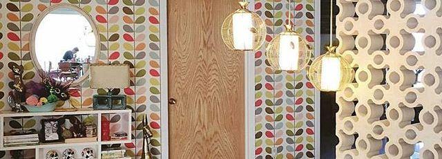 Gorgeous-entry.-midcenturymodern-midmod-midcenturyentry-midcenturydivider-flagstone-modernwallpaper-