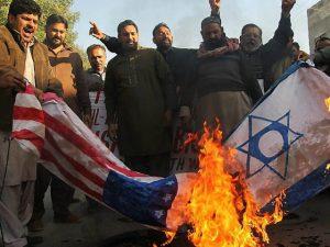 Palestinian-protesters-burn-Israeli-U.S.-flags-December-7-2017-getty-1-640x480
