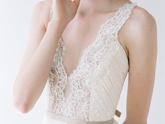 jolies_robes_de_mariee_dos_nu_paillettes_noeud_backless_wedding_dress_glitter_bow
