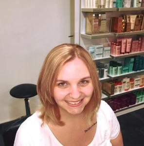 Fertig - und die Kundin ist happy mit der neuen Haarfarbe