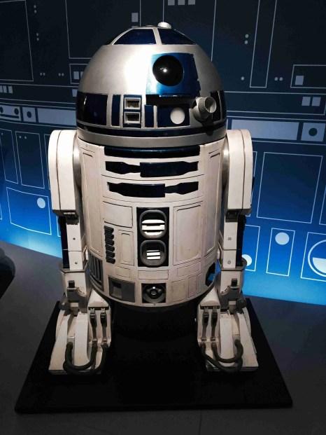 R2D2 bot